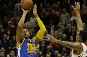 Dre Day: Andre Iguodala Hits a Game Winning 3 Pointer Against The Atlanta Hawks (Video)