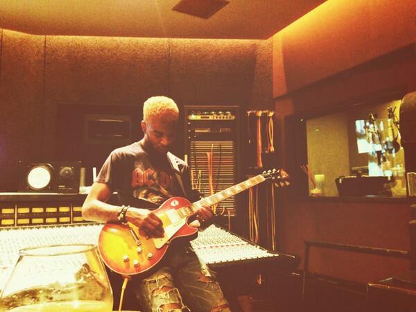 kid-cudi-rocks-out-with-the-blonde-hair-color-HHS1987-2014