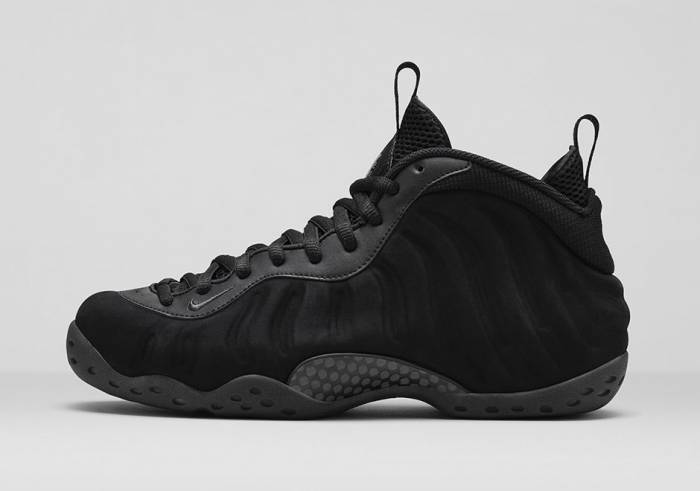 Nike Air Foamposite One Triple Black (Photos)