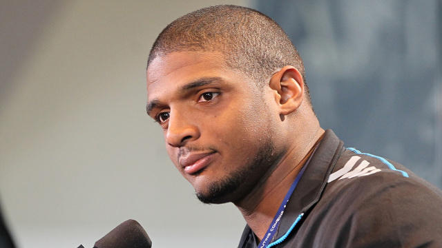new-sheriff-in-town-dallas-cowboys-sign-michael-sam-to-their-practice-squad.jpg