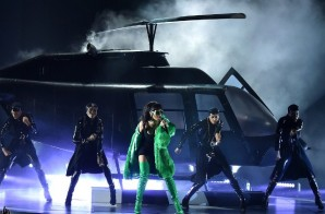 Rihanna Performs At The 2015 iHeartRadio Music Awards (Video)